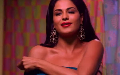 "Veena Malik Goes Topless In Upcoming ""Zindagi 50-50"" Movie!"