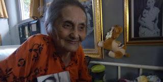 """Nenek Siti Rahmani Rauf, Penggagas Buku Bahasa Indonesia """"Ini Budi"""" Yang Inspiratif"""