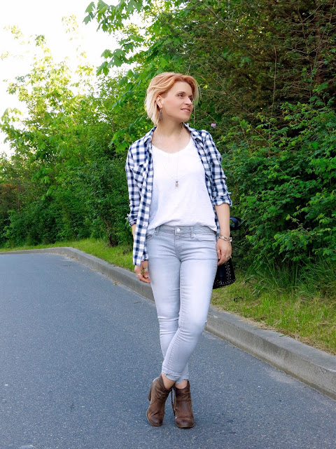styling a white tee and plaid flannel shirt with skinny jeans and western-inspired booties