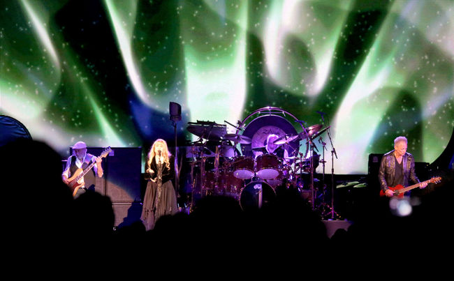 fleetwood mac review calgary 2013