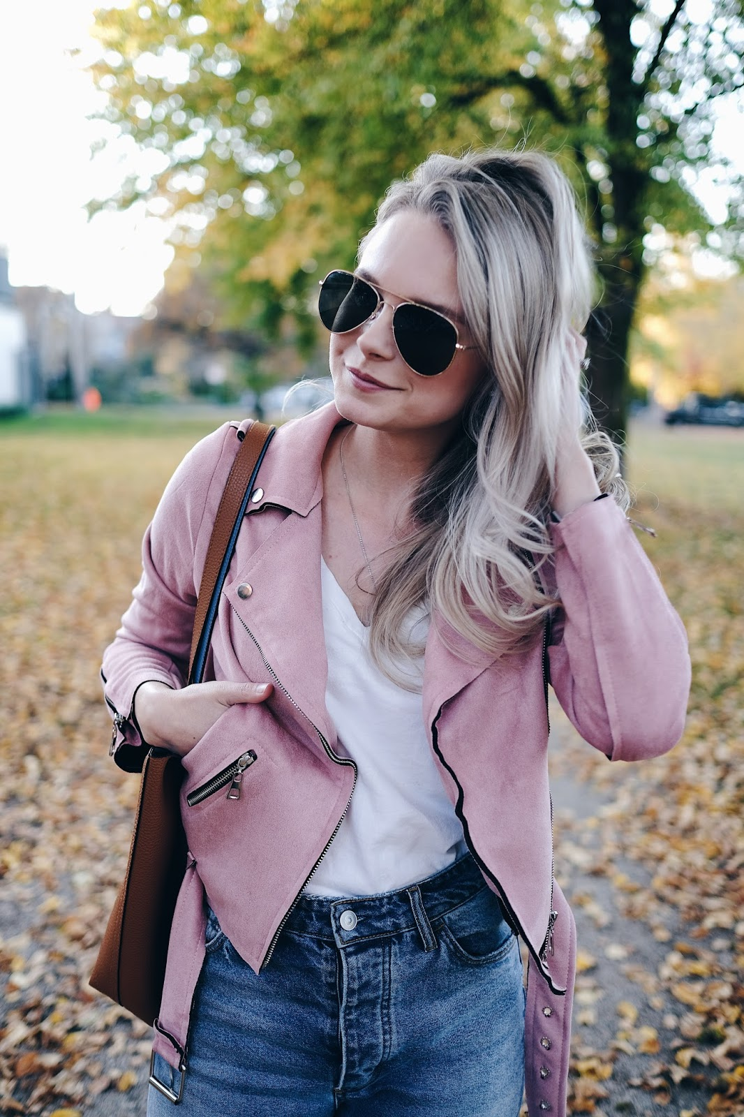 how to wear pink suede
