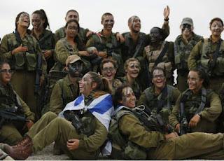 """ضجة كبيرة في """"إسرائيل"""" بعد انضمام مطربة شابة للجيش الإسرائيلي"""