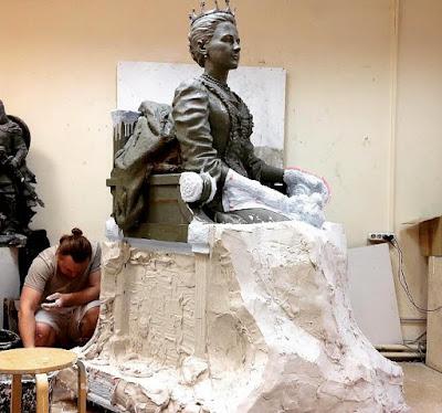 Τοποθετήθηκε το άγαλμα της Βασίλισσας Όλγας στη Θεσσαλονίκη