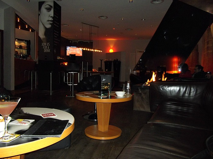 Fireplace and dark sofas at the Inntel bar