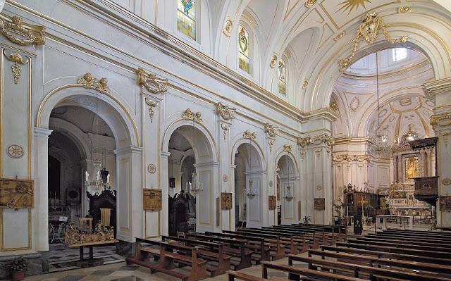 Chiesa di Santa Maria Assunta e Cripta Medievale em Positano