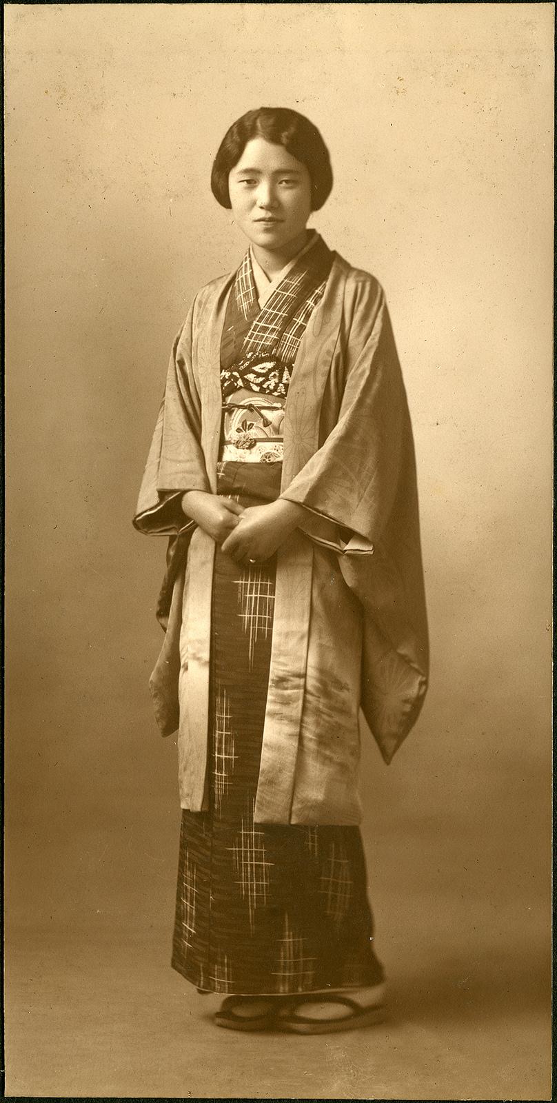 how to wear a yukata female