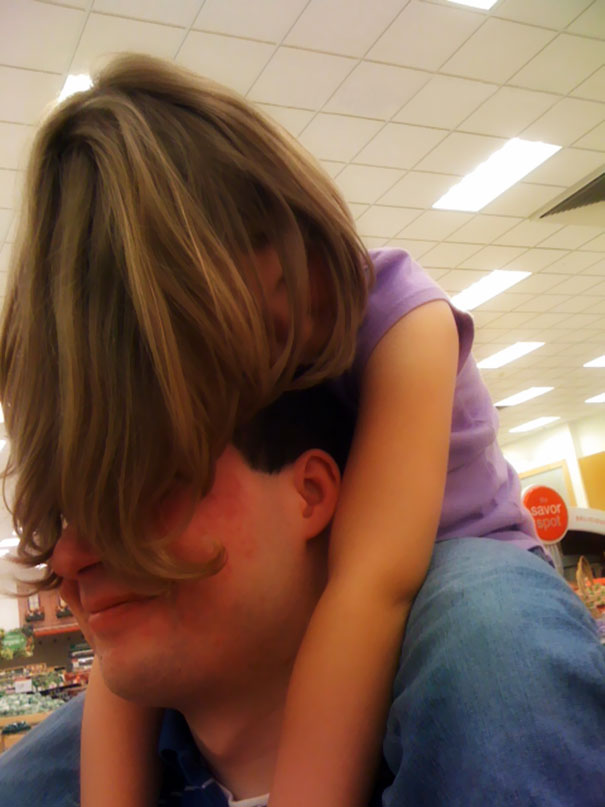 15+ Hilarious Pics That Prove Kids Can Sleep Anywhere - Napping On Daddy's Shoulders