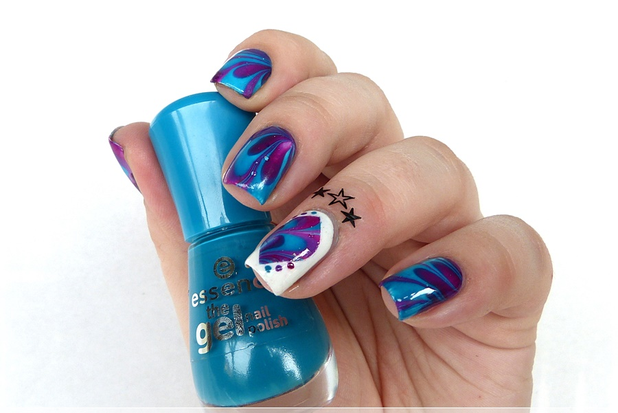 watermarbling Nageldesign mit essence