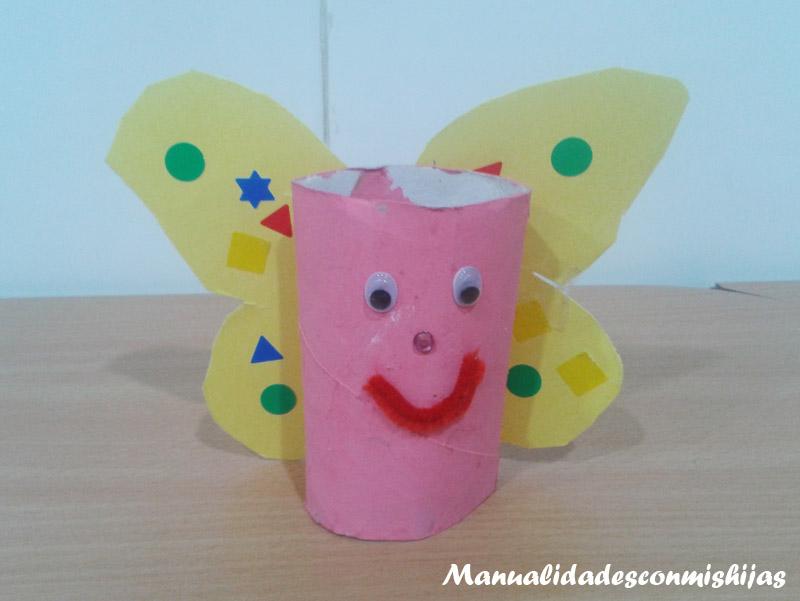 Mariposa con tubos de cartón, cartulina y gomets