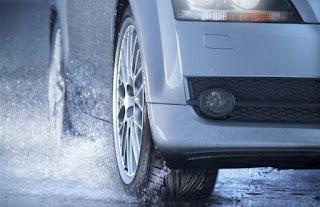 para pengendara baik sepeda motor roda dua maupun roda empat harus lebih ekstra hati hati Mitos Kurangi Angin Ban Ketika Musim Hujan