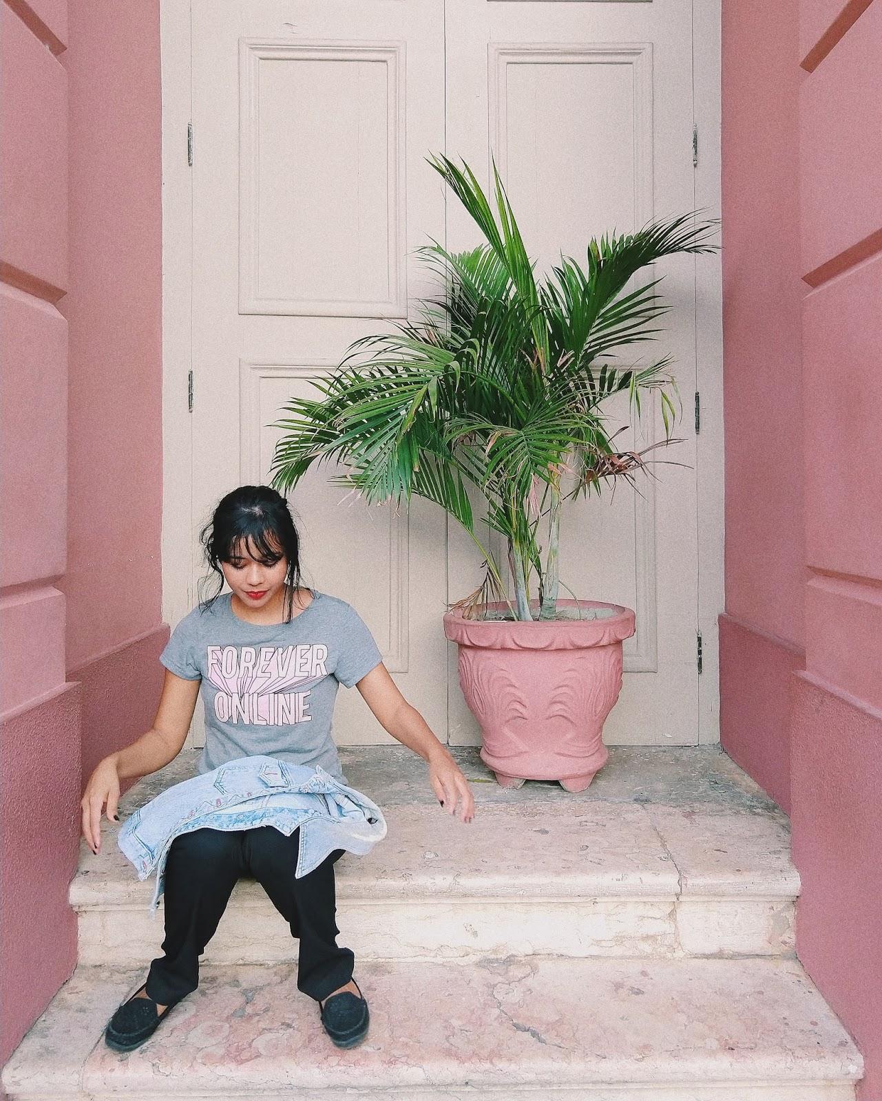 Calça Social preta + T-Shirt