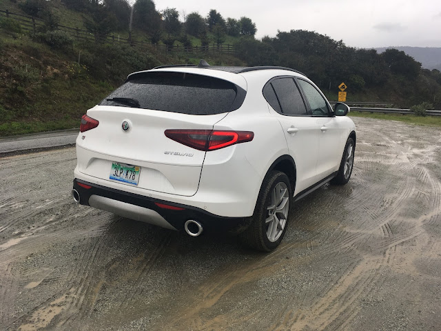 Rear 3/4 view of 2018 Alfa Romeo Stelvio Ti Sport AWD