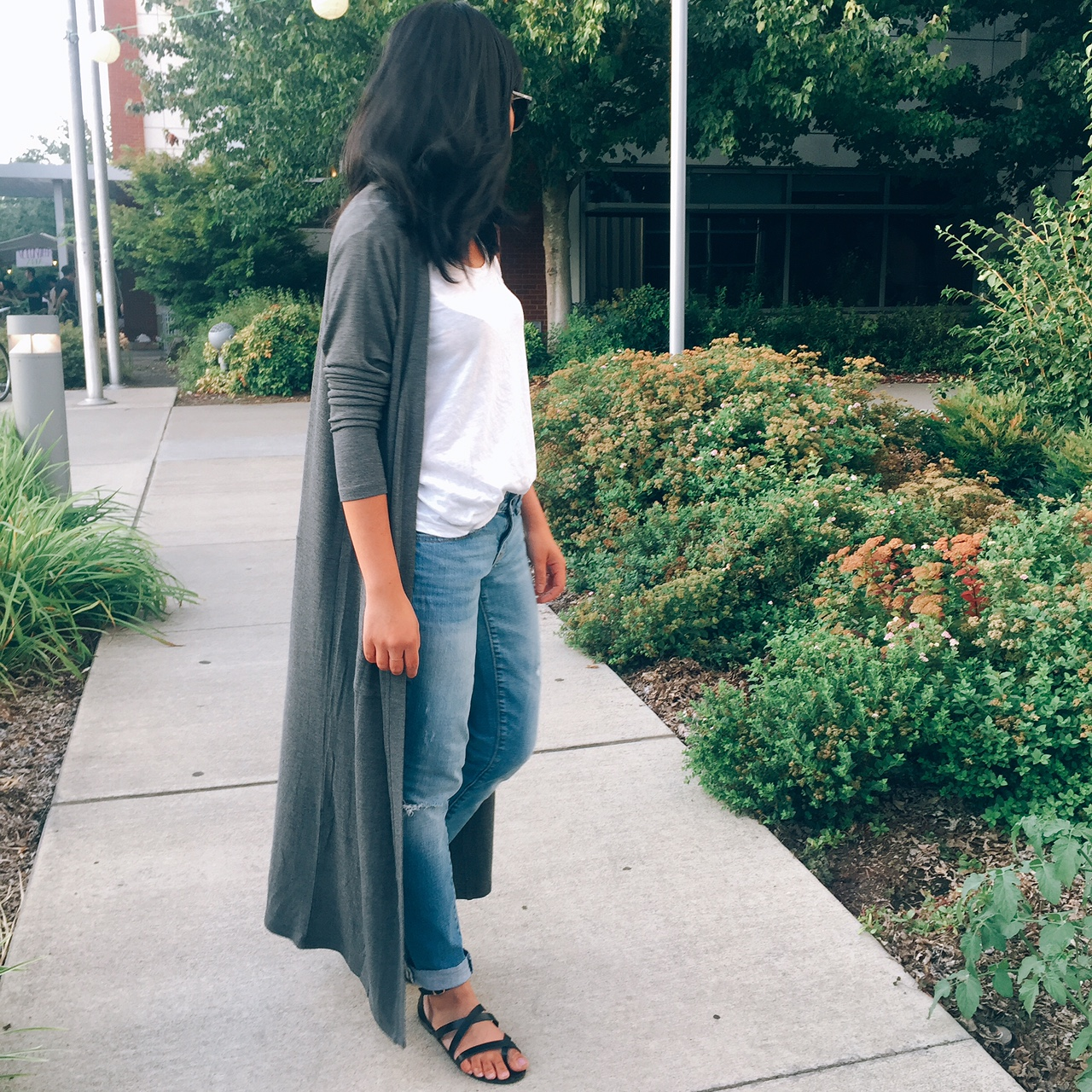 portland blogger, fashion blogger, yala designs, long grey cardigan, fall outfit 2017, basics, ripped jeans, white shirt, strappy sandals, locally owned, giveaway, freebies, sponsored