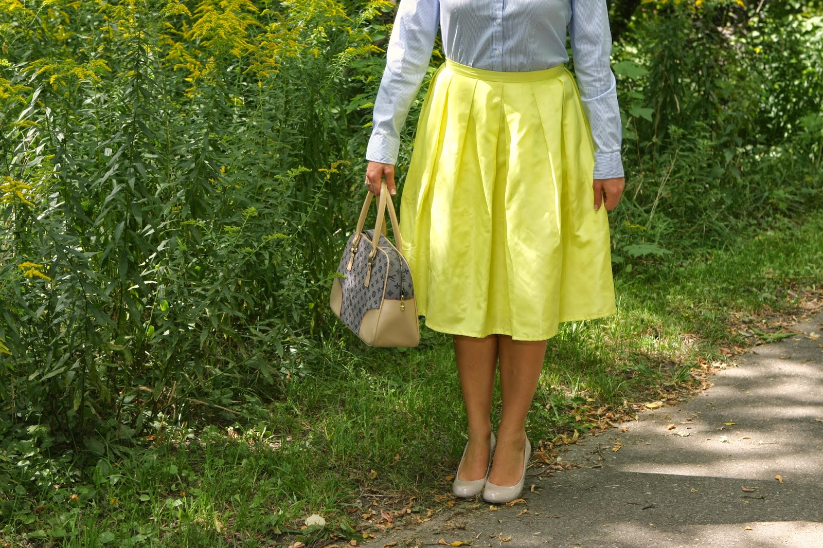 how-to-style-a-yellow-midi-skirt