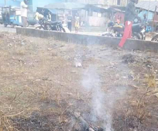 Photo: Woman disguised as a lunatic set ablaze in Delta State after she was found in possession of human parts and fresh corpse of a young girl