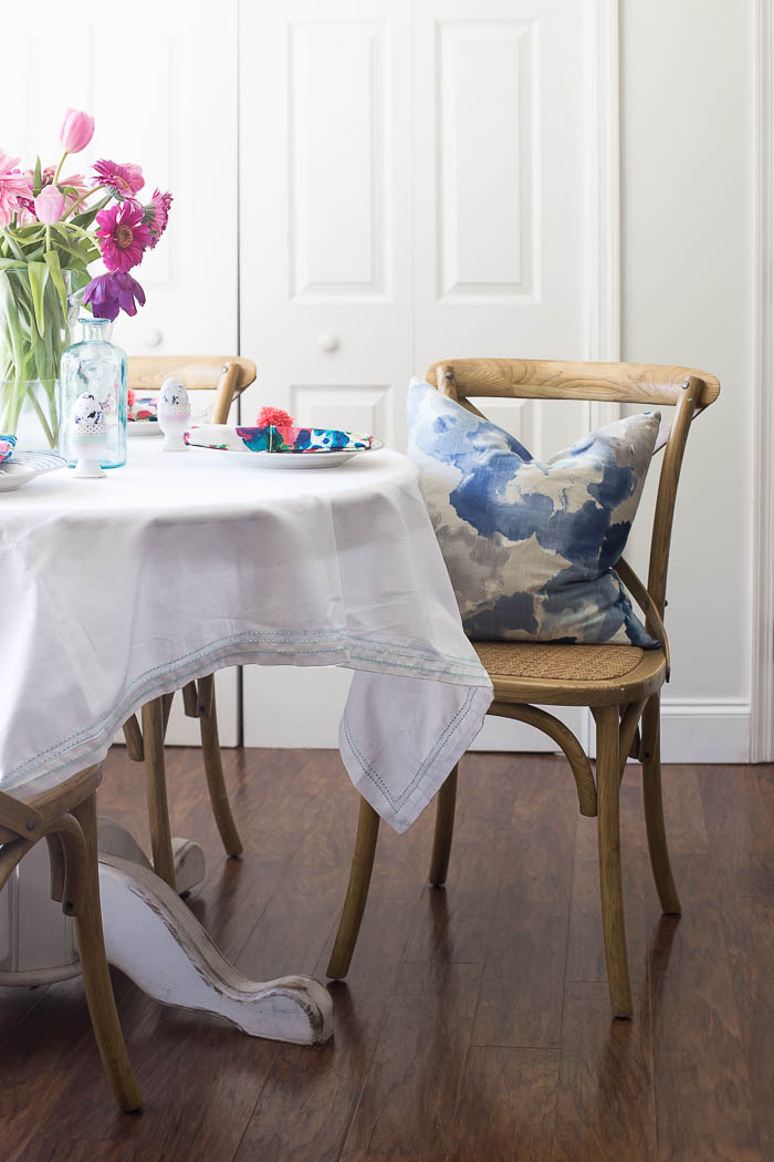 Blue accents in breakfast table