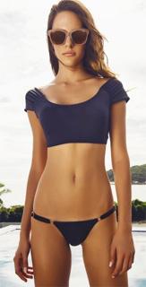Bikini con top corto negro de manga corta y braguita de laterales finos 2017