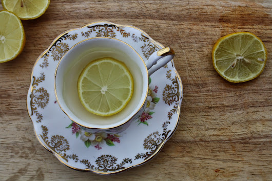 CLEAN BREAKFASTS :: HOT WATER AND LEMON