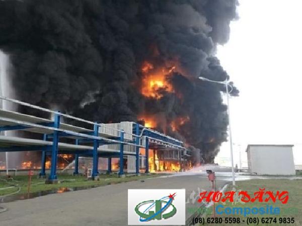 Kho chứa hóa chất ở Trung Quốc phát nổ, khói đen bao trùm bầu trời