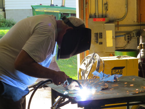 welding a metal rod