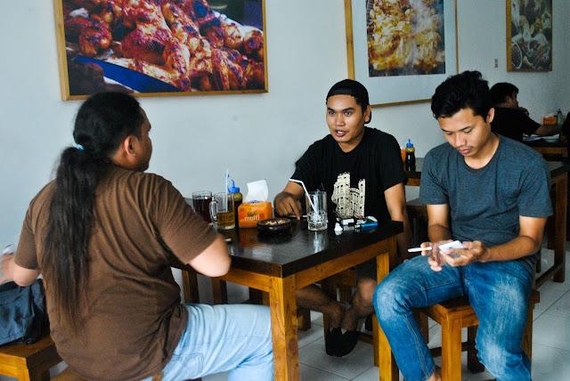 Irwan Bajang di Kedai Kulinernya/Dok. Pribadi
