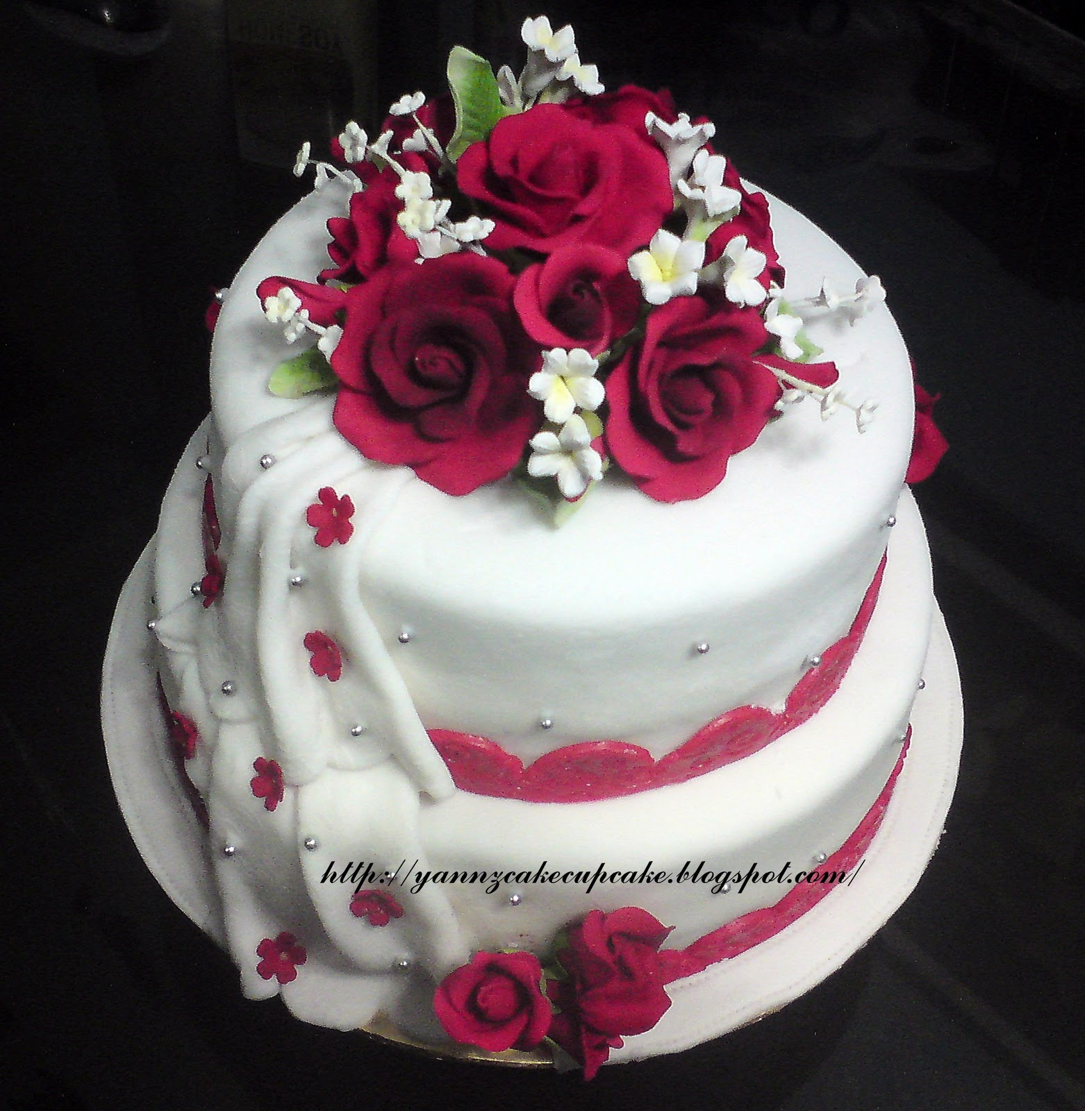 Cake & Cupcake By Yannz: 2-tier Stacked Fondant