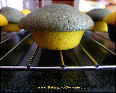 School Spirit Mini Cupcakes. Mini cupcakes in school colors for snacks, bake sales or parties. Lots of flavor in these little treats | Recipe developed by www.BakingInATornado.com | #recipe #dessert #cake