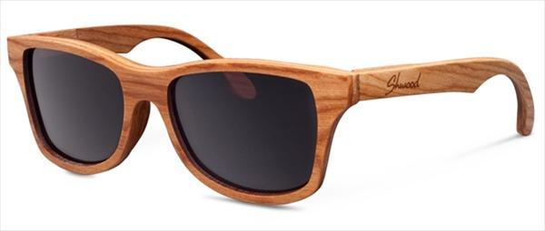 O clássico modelo de óculos Wayfarer ganhou sua versão rustica na coleção  Canby e custa em torno de US 125. b840705b0a