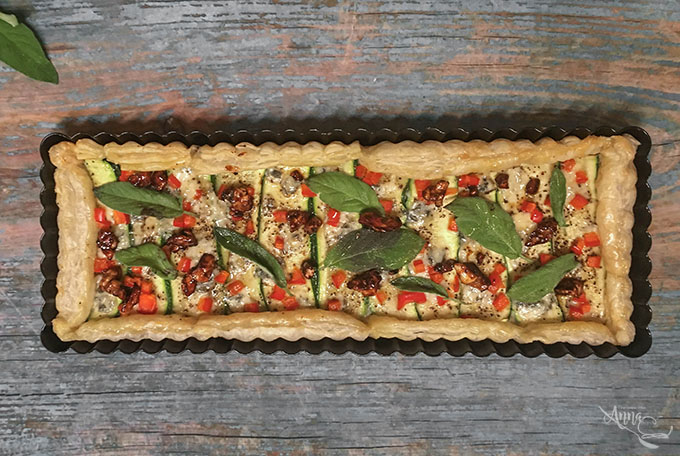 Zucchini-Gorgonzola-Honig-Walnuss-Tarte
