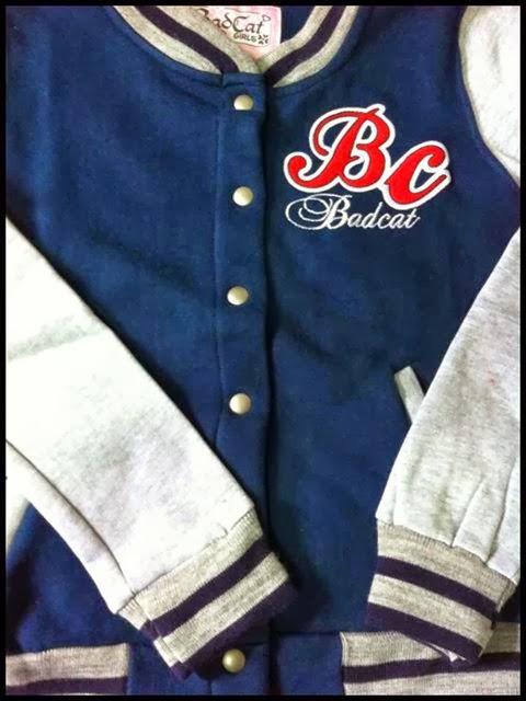 Esta Blusa da Bad Cat esta muito na moda ela é de Colégio Americano eu acho  super Lindas as meninas usando esta blusas 7e434db02a477