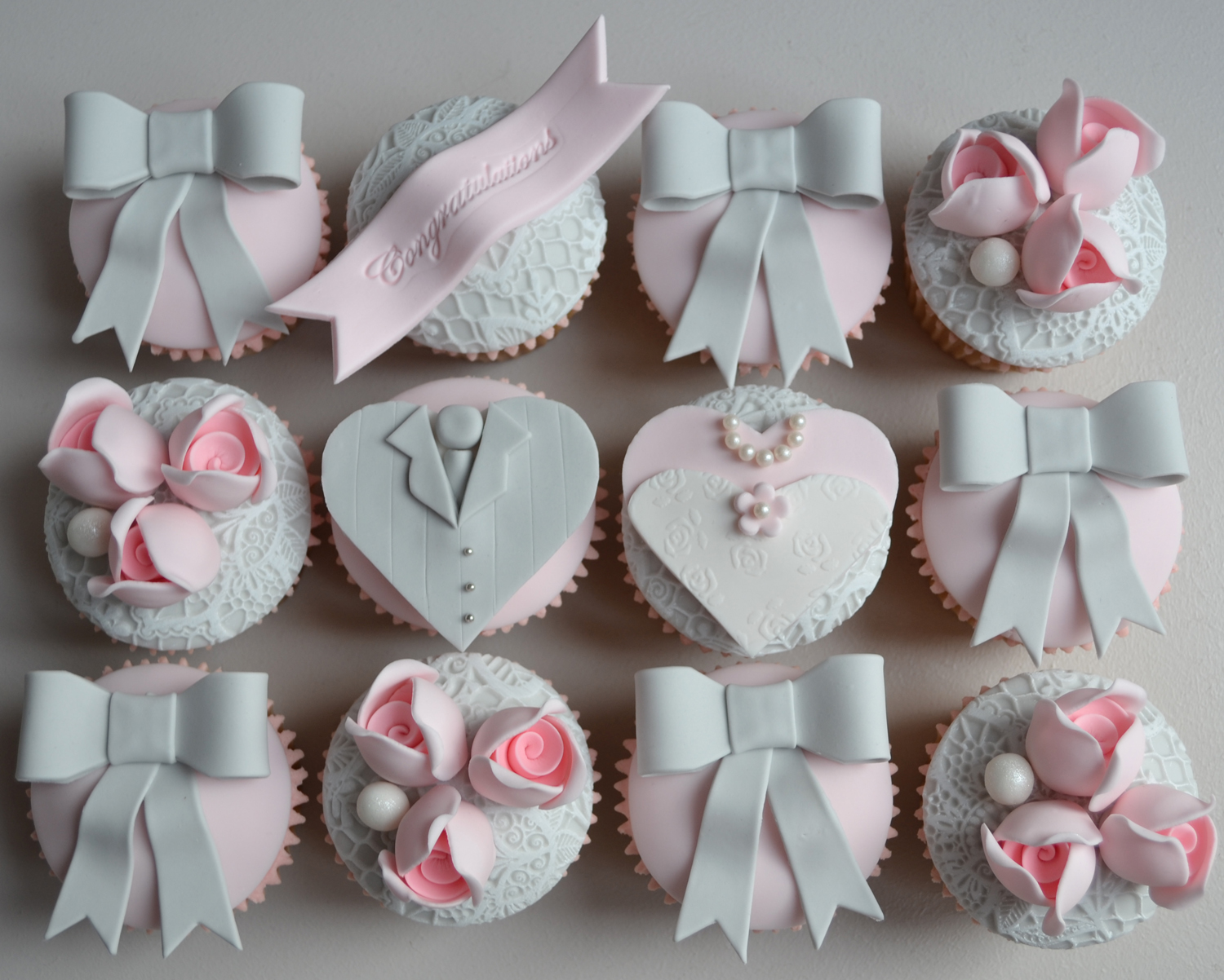 Little Paper Cakes: Vintage Wedding Bride And Groom Cupcakes
