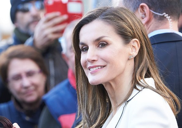 Queen Letizia wore Hugo Boss Printed Coat with Wool, Queen Letizia wore Hugo Boss Heylen Trousers, Carolina Herrera jacket, and Prada Pumps