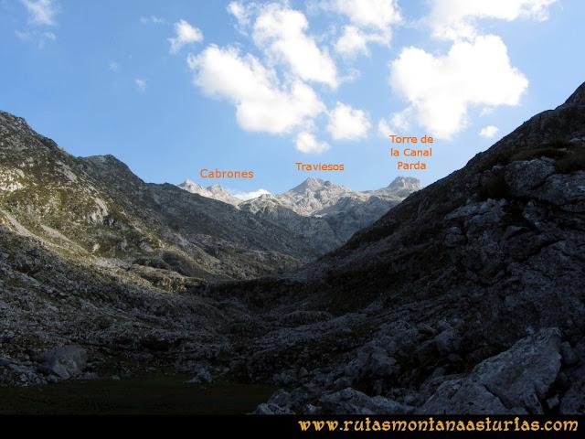 Ruta Ercina, Verdilluenga, Punta Gregoriana, Cabrones: Desde el Resecu Bajo, vista de Cabrones, Traviesos y Torre de la Canal Parda