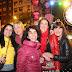 La celebración anticipada de Nochevieja logra de nuevo reunir a miles de personas