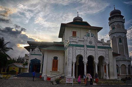 Masjid Baiturrahim Ulhee Lheue