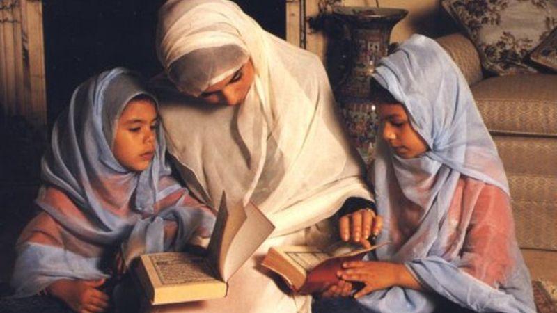 Titipkan Anak ke Orang Tua, Bagaimana Pandangan Agama?