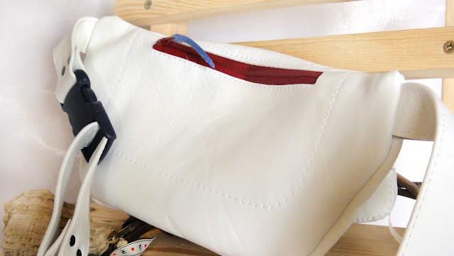 Кожаная сумка на пояс: сзади плоский карман на молнии - белая сумочка для девушки