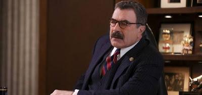 O ator Tom Selleck e seu impecável bigode em cena da nona temporada do drama policial Blue Bloods