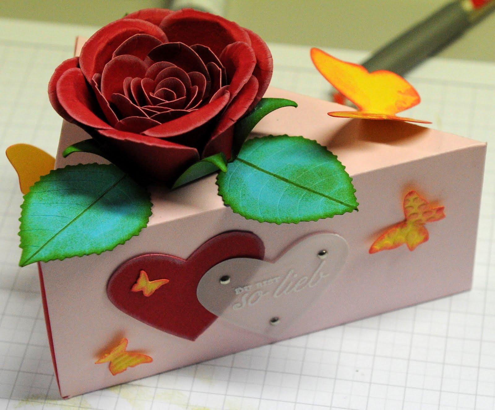 rosen basteln aus servietten sch ne elegante rosen aus servietten basteln rosen basteln aus. Black Bedroom Furniture Sets. Home Design Ideas