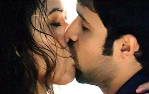 Excellent idea aksar movie kissing scene due time