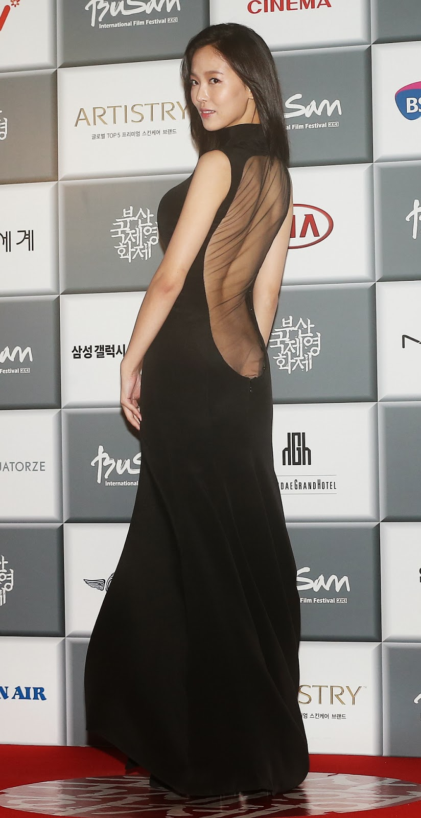 Actress Kang Hanna (강한나) who caused the biggest sensation with her revealing dress.