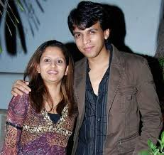 Abhijeet Sawant Family Wife Son Daughter Father Mother Age Height Biography Profile Wedding Photos