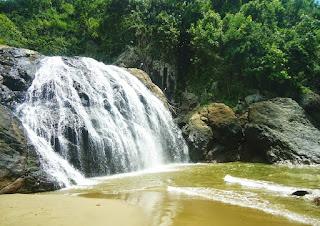 Air Terjun Banyu Anjlok  Pilihan Tempat Wisata Air Terjun di Malang yang Alami dan Sejuk
