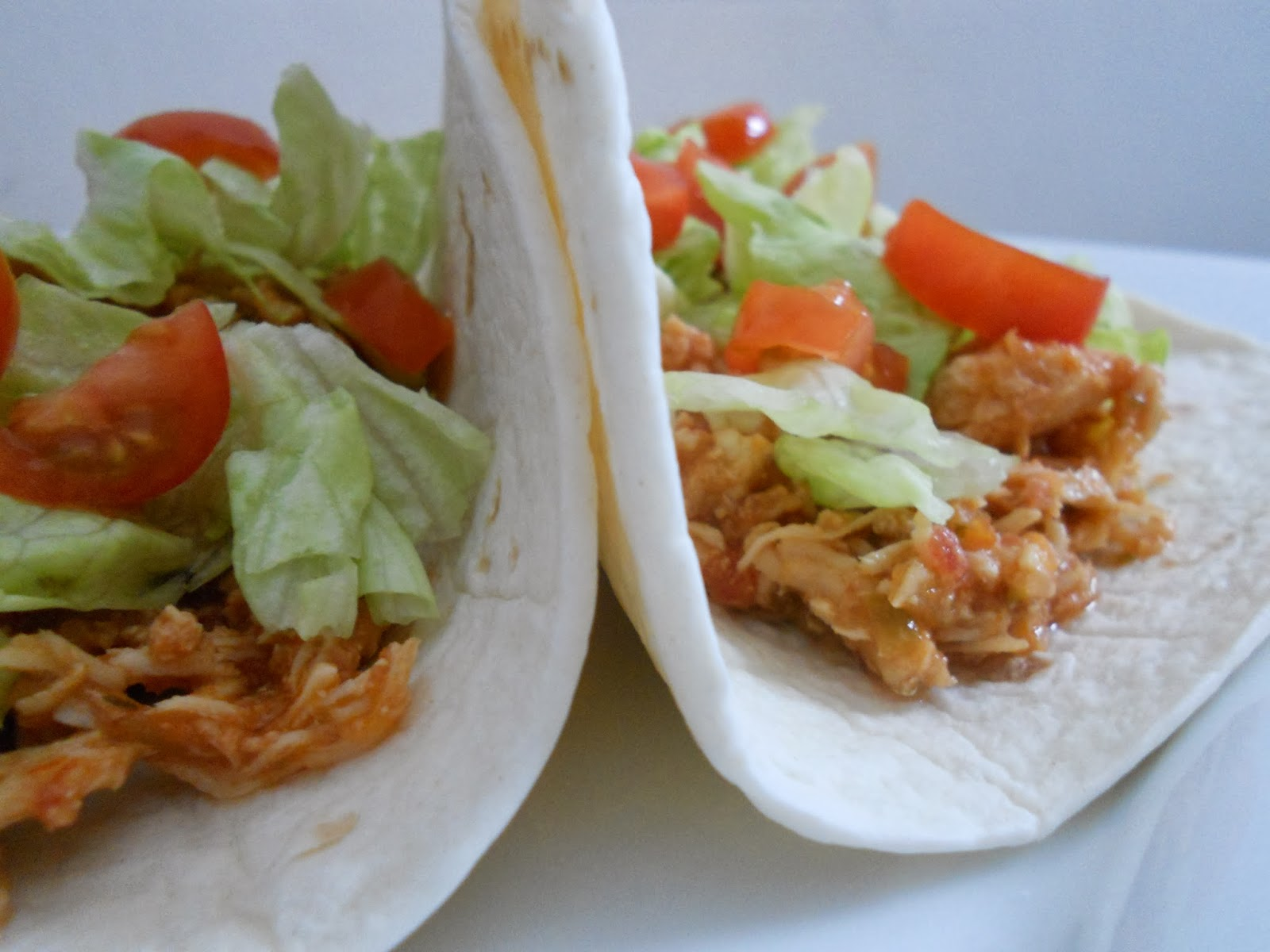 crock pot shredded chicken tacos (sweetandsavoryfood.com)