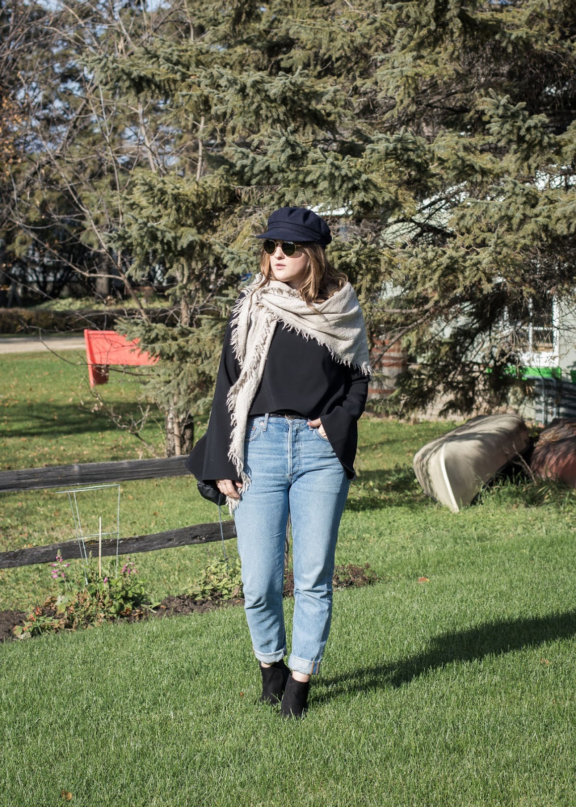Aritzia hat and scarf, Ray-Ban sunglasses, AGOLDE jeans, Forever 21 top, H&M boots