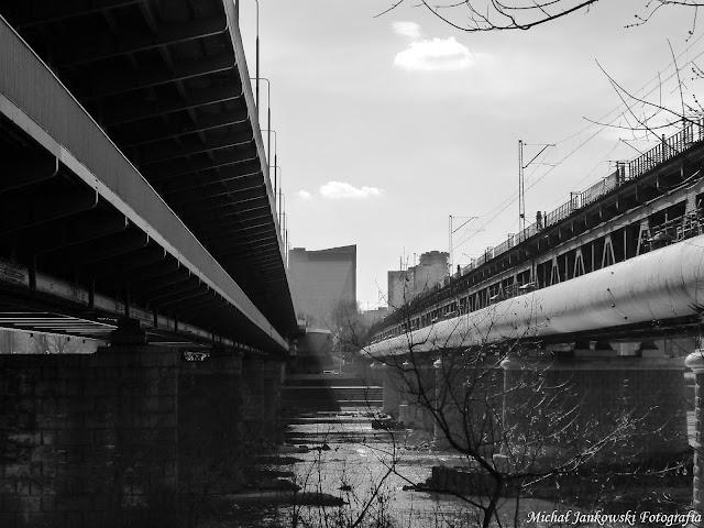 Most Gdański w Warszawie (Czarno - biała fotografia)