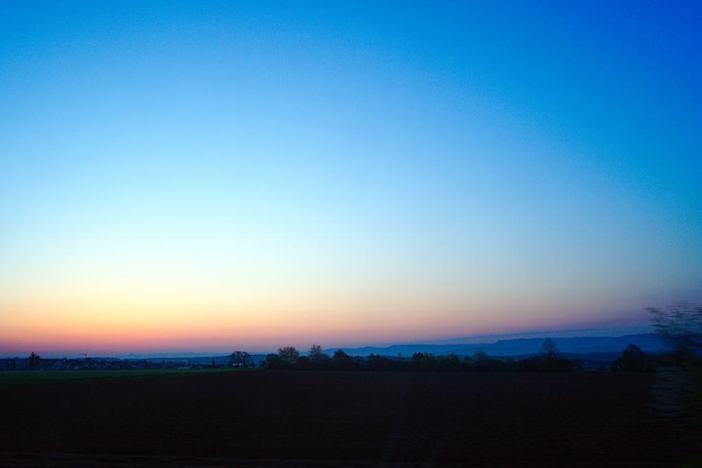 Sonnenaufgang auf den Fildern mit Blick auf die Schwäbische Alb