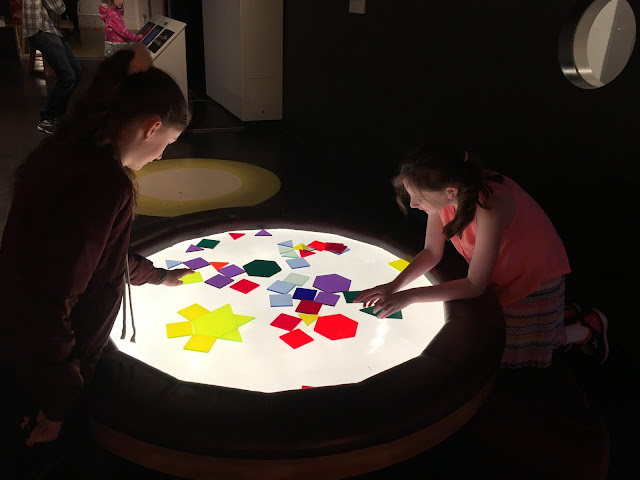 girls exploring Wonderlab lights