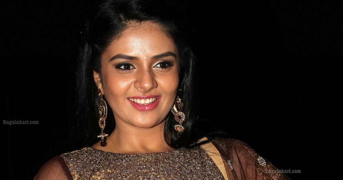 Telugu Tv Anchor Sreemukhi hot pictures - Payal Rajput Hot ...