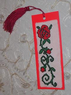 aeba6f39262 Για την ημέρα της γυναίκας έφτιαξα έναν σελιδοδείκτη και τον έστειλα στην  Τριανταφυλένια από το ιστολόγιο Κορίτσι Μάλαμα.